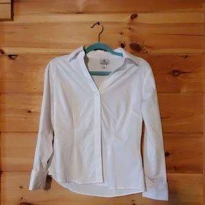 Fitted collared button shirt